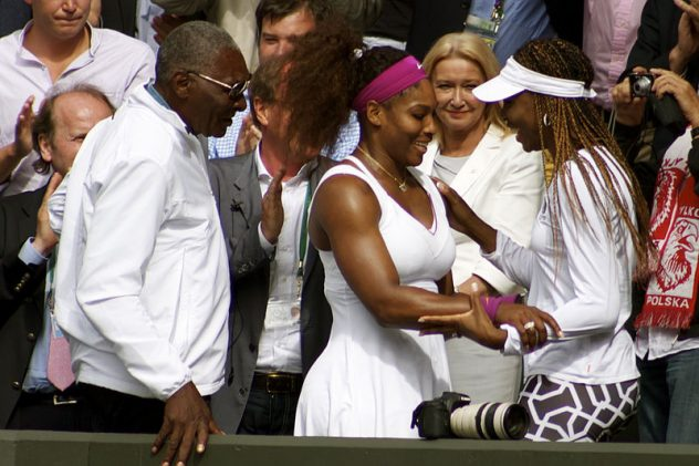 serena greeting her sister and father